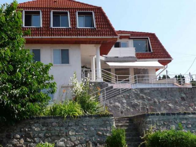 Szentendrén körpanorámás , 3lakásos ház , leszállított áron eladó Szentendre